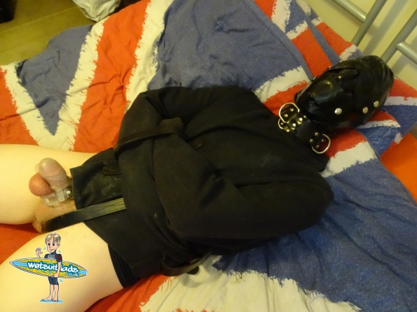 Gordon : Chastity + straitjacket + hooded